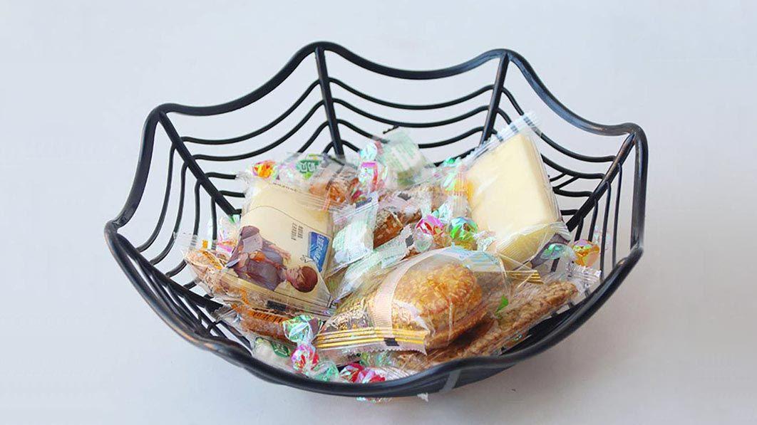 Cesta o cuencos de caramelos para Halloween