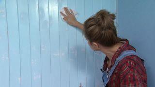 Tapar vetas, agujeros e imperfecciones de la madera con pintura poco cubriente paso 4