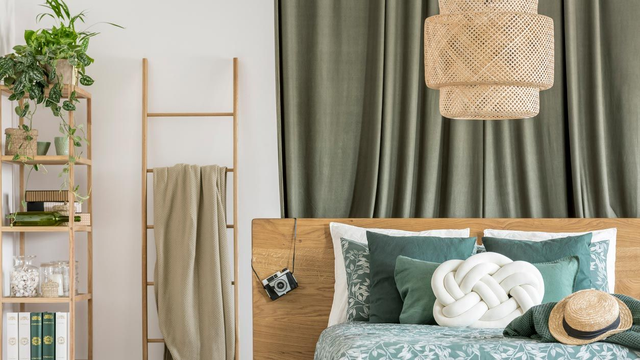 Complementos en color caqui para el dormitorio