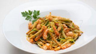 receta de espaguetis de calabacín con gambas por Karlos Arguiñano
