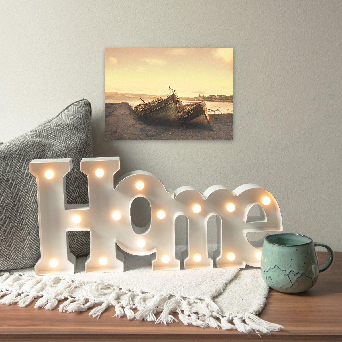 Lámparas y luces cálidas para un salón acogedor