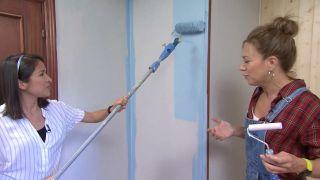 Transformar una sala en un dormitorio infantil sencillo y acogedor con friso azul paso 5