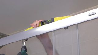 Cómo instalar una mampara de ducha