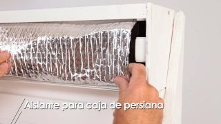 Cómo aislar la caja de la persiana