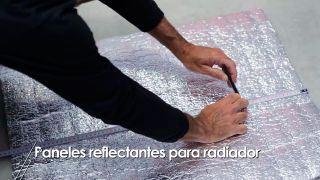Cómo colocar una lámina refractante entre el radiador y la pared