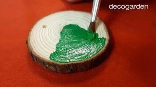 Cómo pintar discos de madera navideños - Paso 2