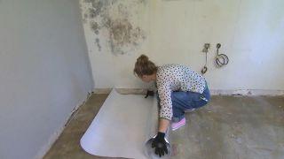 Cómo quitar una moqueta del suelo - Paso 3