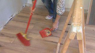Cómo quitar una moqueta del suelo - Paso 5