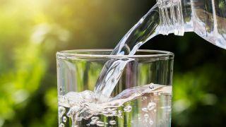Dieta contra el estreñimiento - Beber 2 litros de agua