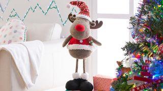Decora los pies del árbol de Navidad
