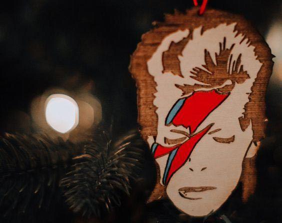 Árbol de Navidad más rockero: David Bowie versión Aladdin Sane