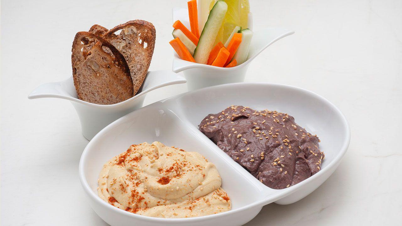Hummus tradicional y hummus de aceitunas negras y tomillo de Joseba Arguiñano