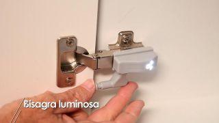 Cómo colocar una bisagra con luz