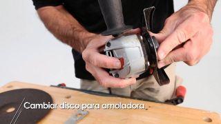 Cómo se coloca el disco en la amoladora