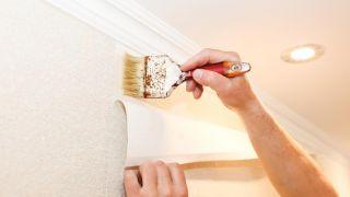 ¿Cómo hacer engrudo casero? Trucos y consejos sobre el pegamento para empapelar