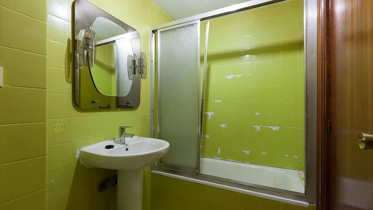 Renovar un cuarto de baño antiguo, desfasado y estropeado