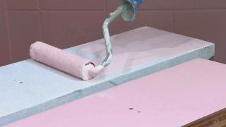 Cuarto de baño vintage luminoso en rosa y dorado - Paso 10