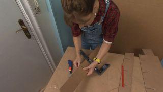 Decorar recibidor pequeño con mueble de cartón - Paso 7