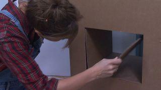Decorar recibidor pequeño con mueble de cartón - Paso 9