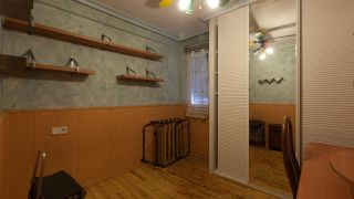 Decorar una habitación de invitados en madera y aires escoceses - Antes