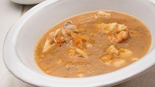 sopa de fideos con pescado