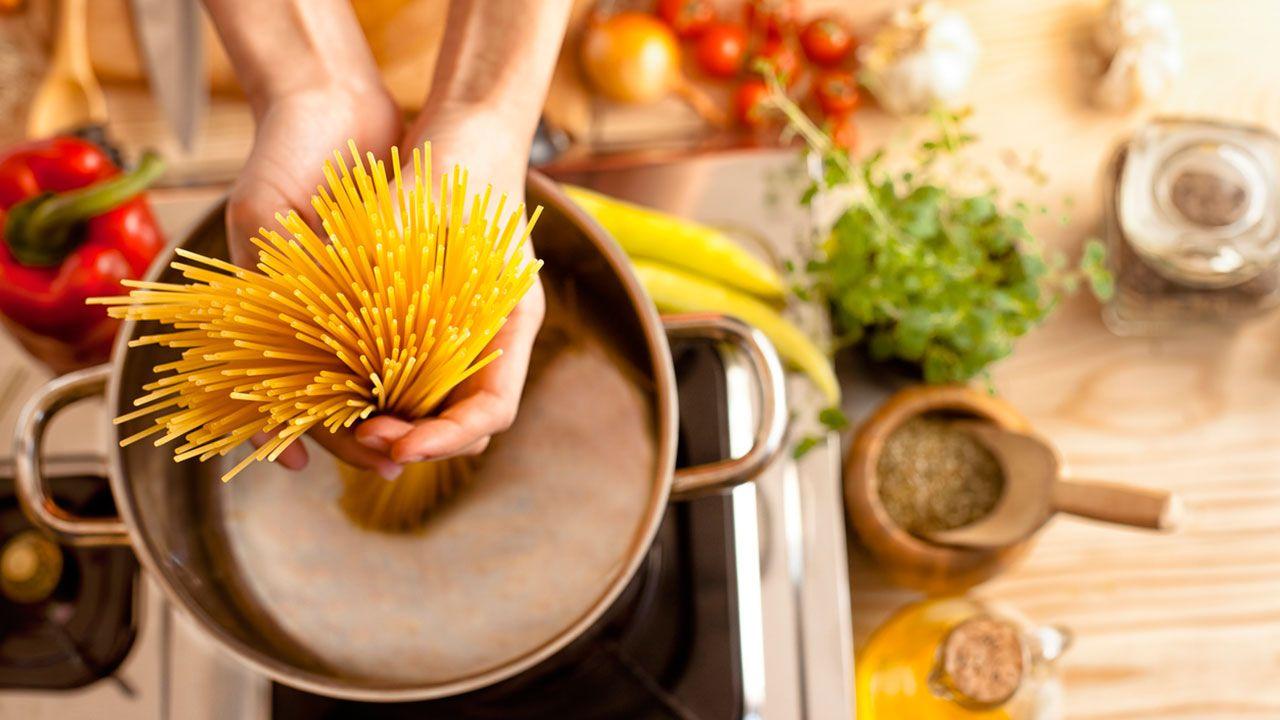 Añade la pasta cuando el agua esté hirviendo