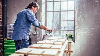 Cómo hacer un botellero de madera personalizado - Paso 4