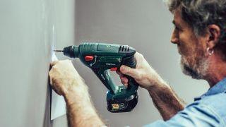 Cómo hacer un botellero de madera personalizado - Paso 7