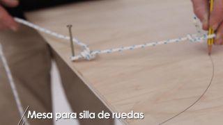 Cómo hacer una mesa para silla de ruedas - Paso 2