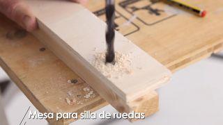 Cómo hacer una mesa para silla de ruedas - Paso 6