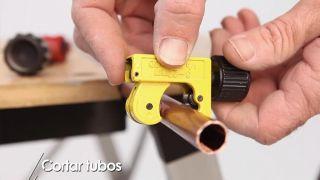 Cómo cortar tuberías de cobre - Paso 3