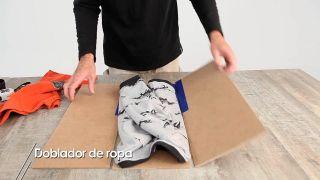 Cómo hacer un doblador de ropa