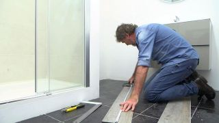Cómo cambiar el suelo del baño sin obras