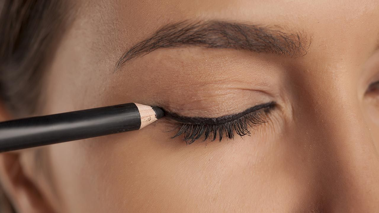 Cómo hacer el eyeliner perfecto - Hogarmania