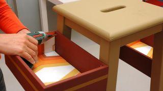 Convertir una banqueta en un mueble para el recibidor - Paso 5