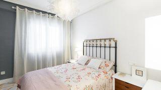 Dormitorio vintage con alfombras pintadas - Resultado final