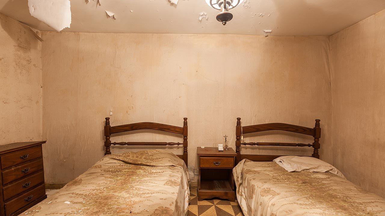 Renovación extrema de dormitorio destrozado