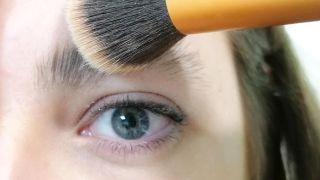 Cómo tapar las cejas con maquillaje - Paso 2