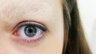 Cómo tapar la ceja con maquillaje - paso 4