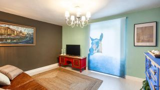 Transformamos un trastero en una sala de estilo alternativo con muebles reciclados - Después