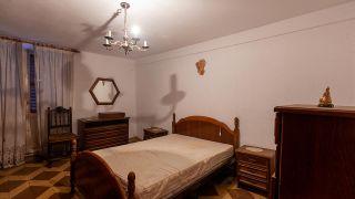 Dormitorio rústico y relajado en tonos verdes - Antes