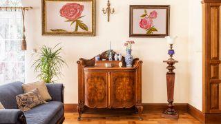 Restaurar un mueble clásico: Elimina la carcoma y limpia el óxido de bisagras y tiradores