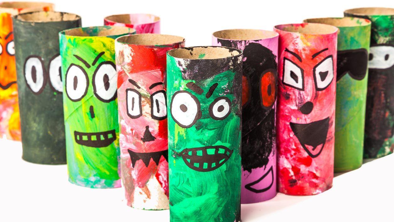 Zombies con el cartón del papel higiénico