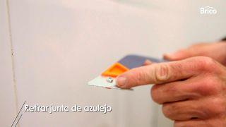 Cómo quitar la junta ennegrecida del azulejo para poner una nueva