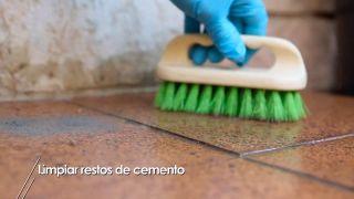 Eliminar restos de cemento de paredes y suelos