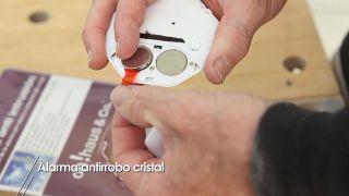 Cómo colocar una alarma antirrobo para cristal