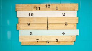 Cómo hacer un reloj de madera gigante