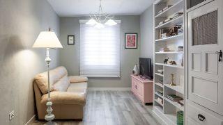 Transformar un salón destrozado en una sala luminosa en blanco