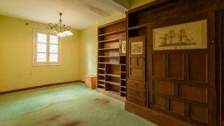 Transformar un salón destrozado en una sala luminosa en blanco - Antes