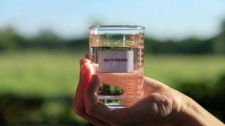 Cómo hacer gel desinfectante o hidroalcohólico casero - Paso 3